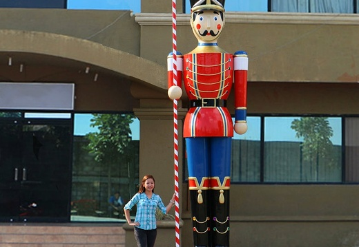 1571 15 FOOT TALL CHRISTMAS NUTCRACKER TOY SOLDIER