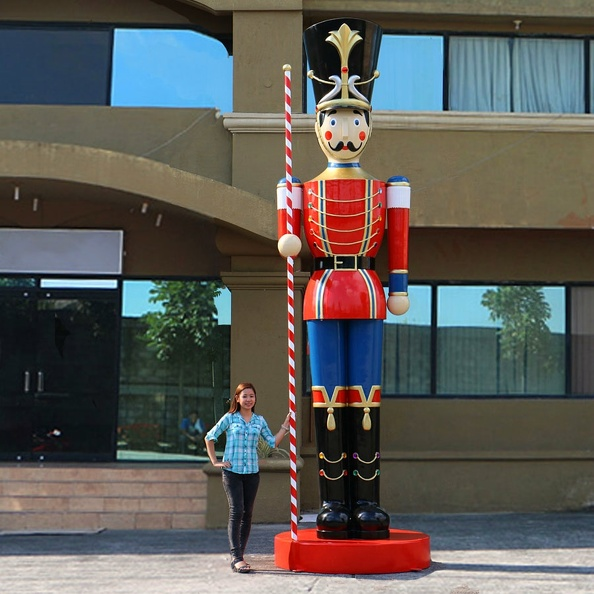 1571_15_FOOT_TALL_CHRISTMAS_NUTCRACKER_TOY_SOLDIER.JPG