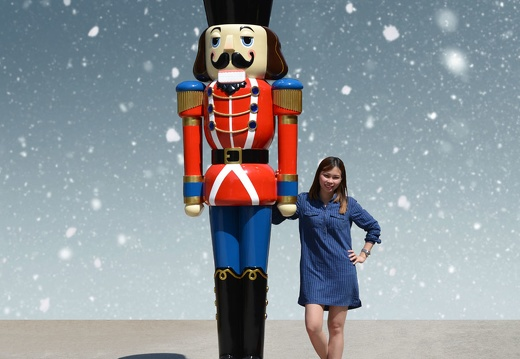 1575 12 FOOT TALL RED CHRISTMAS NUTCRACKER TOY SOLDIER 1