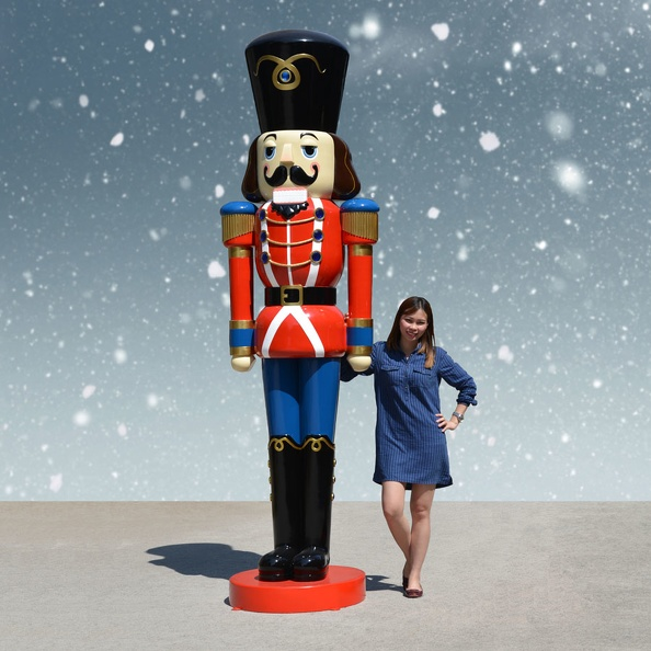 1575_12_FOOT_TALL_RED_CHRISTMAS_NUTCRACKER_TOY_SOLDIER_1.JPG