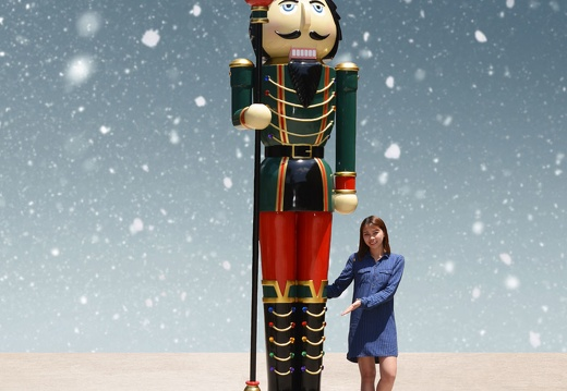 1576 10 FOOT TALL LEFT CHRISTMAS NUTCRACKER TOY SOLDIER 1