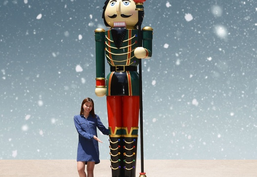 1577 10 FOOT TALL RIGHT CHRISTMAS NUTCRACKER TOY SOLDIER 1