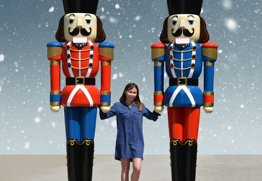1581 12 FOOT TALL LEFT RIGHT CHRISTMAS NUTCRACKER TOY SOLDIER 1