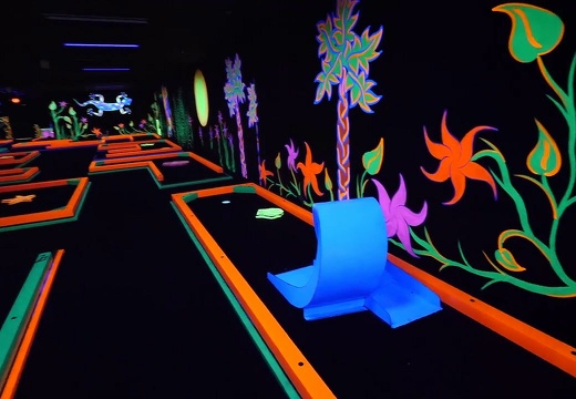 AMZYEDDY01 MINI GOLF OBSTACLES THEMES GLOW IN DARK PAINTED PRODUCTS 1