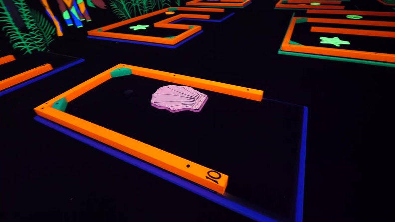 AMZYEDDY01_MINI_GOLF_OBSTACLES_THEMES_GLOW_IN_DARK_PAINTED_PRODUCTS_6.JPG