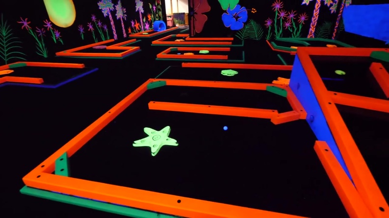 AMZYEDDY01_MINI_GOLF_OBSTACLES_THEMES_GLOW_IN_DARK_PAINTED_PRODUCTS_7.JPG