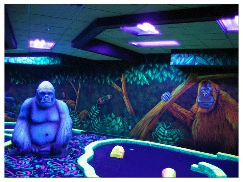 MGGLOWD1_MINI_GOLF_OBSTACLES_THEMES_GLOW_IN_DARK_PAINTED_PRODUCTS_9.JPG